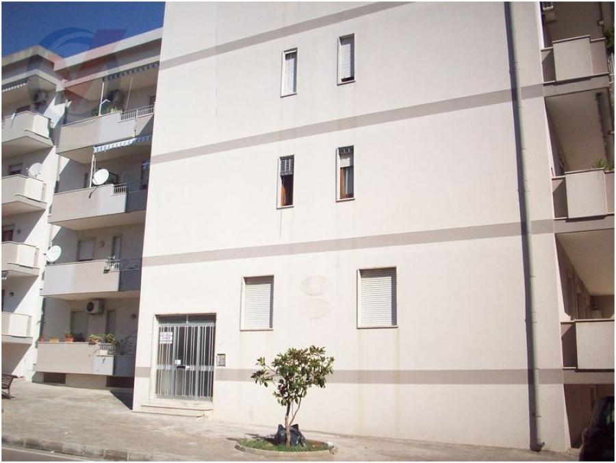 appartamento piano terra in condominio con giardino a maglie
